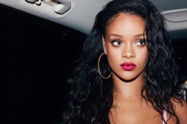 Rihanna Sacó Unas Chalas De La U Así Se Burlaron Las Redes