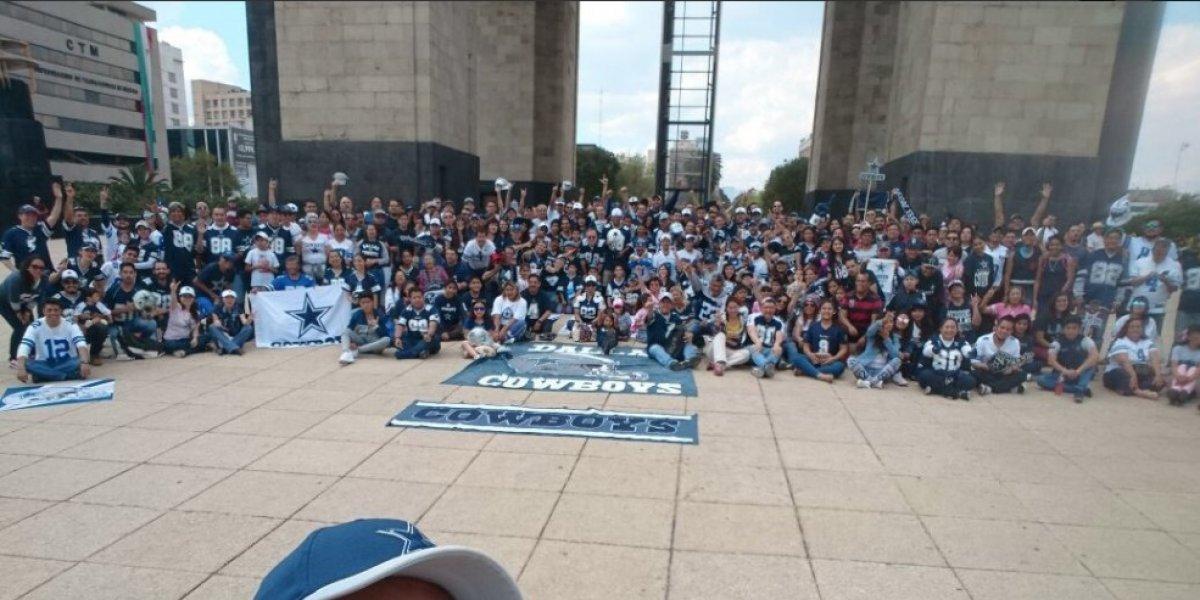 Aficionados a Dallas, se toman la foto anual en la CDMX