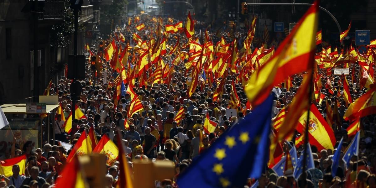 Marchan en contra de la independencia para Cataluña