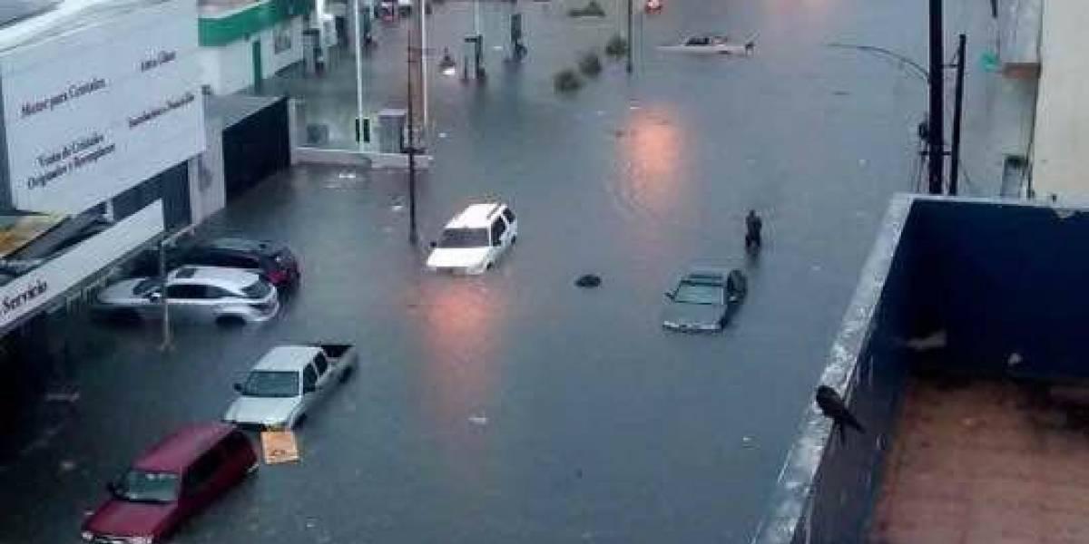Ciudadanos reportan inundaciones severas en vías principales de la capital