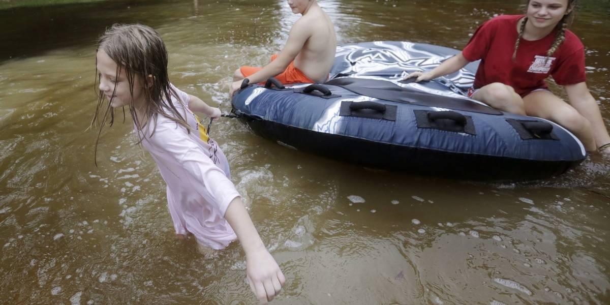 Nate deja fuertes lluvias en avance por costa este de EE.UU.