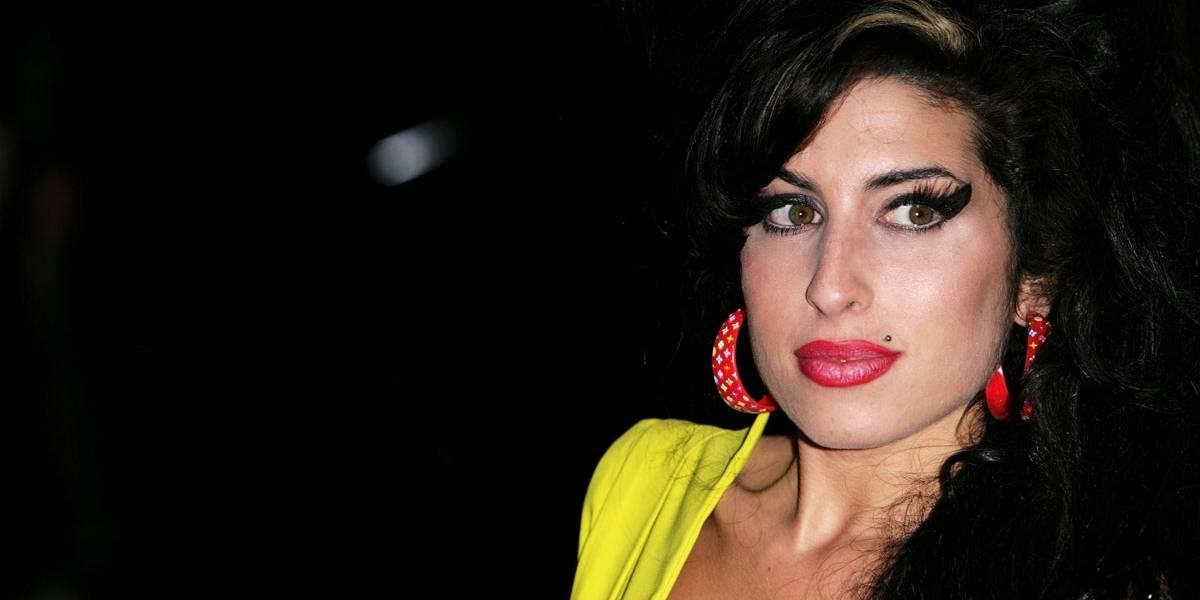 Pai diz que recebe visitas do fantasma de Amy Winehouse