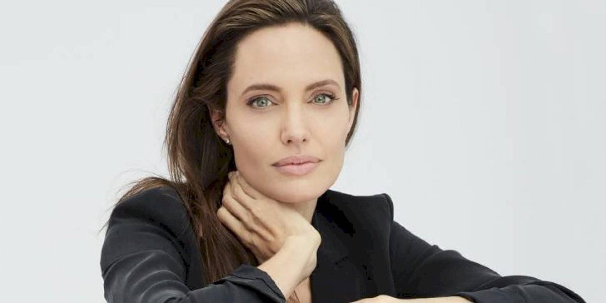 FOTO. Por primera vez Angelina Jolie posa desnuda y es para Harper's Bazaar