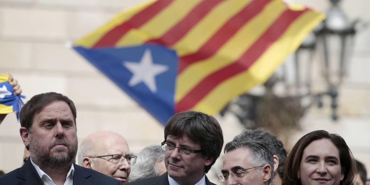 Alcaldesa de Barcelona pide a Puigdemont no declarar la independencia de Cataluña