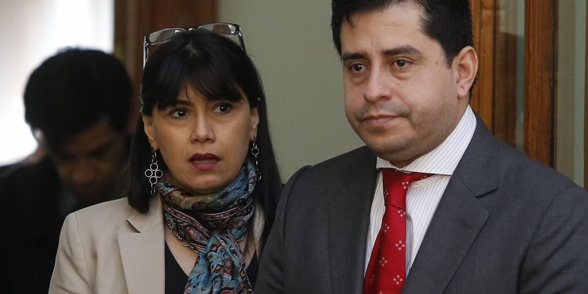 Javiera Blanco y Pedro Araya sufren violento portonazo en Providencia