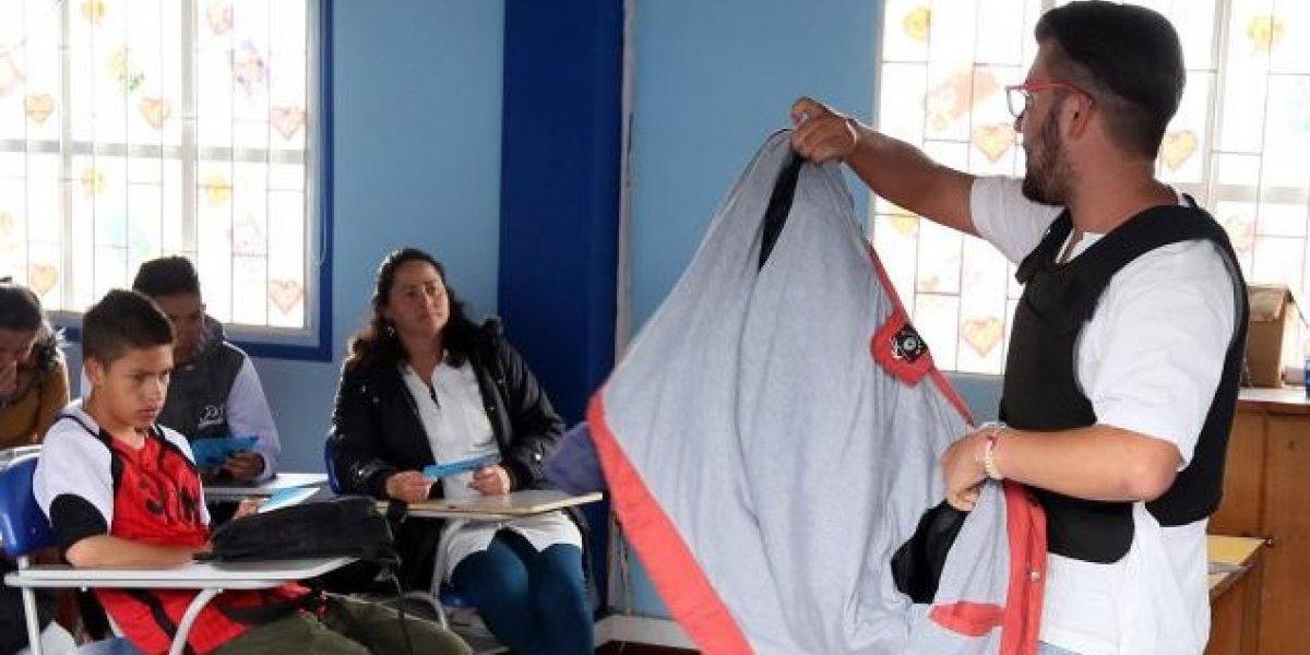 Por esta razón este profesor dicta clases con un chaleco antibalas en Bogotá