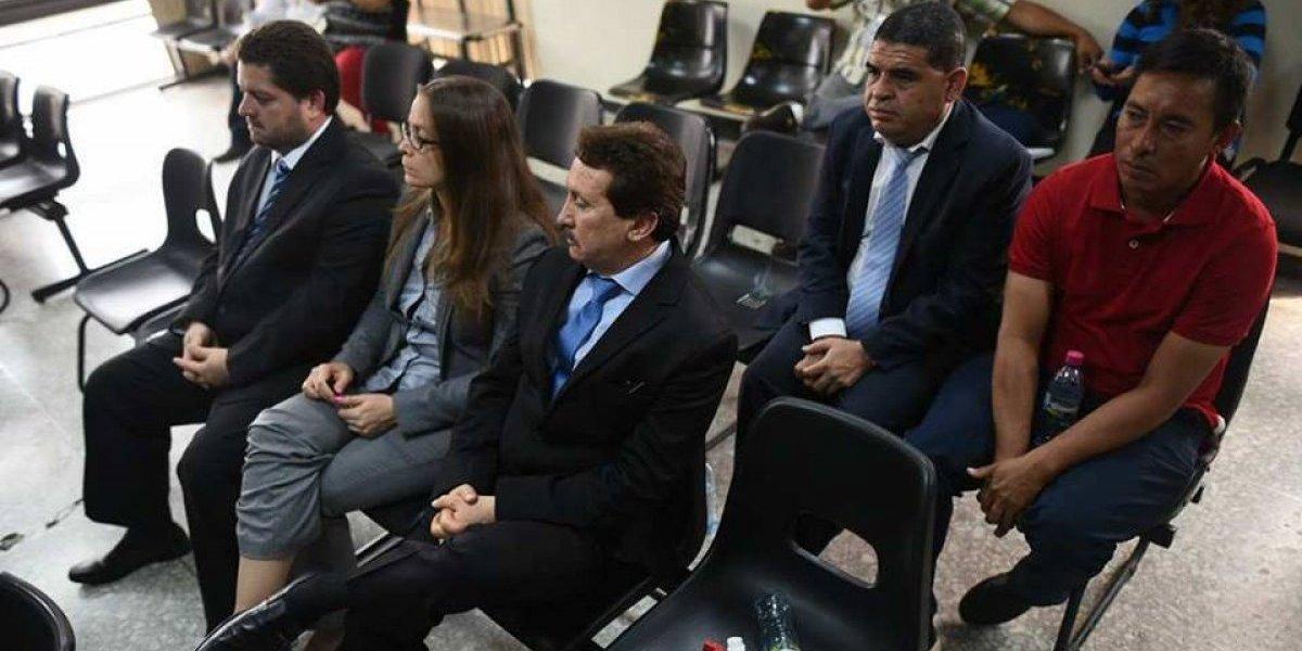 VIDEO. Familiares del exdiputado que se entregó hoy impiden el trabajo periodístico