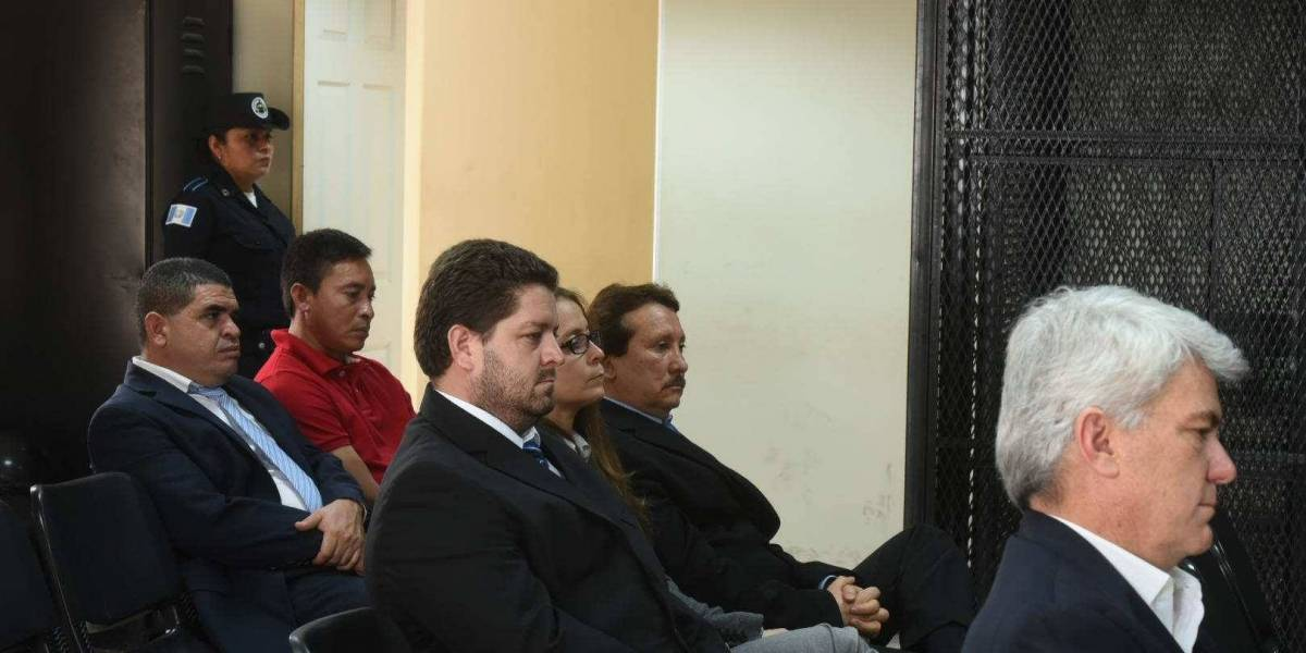 """""""Construcción y corrupción"""": Ligados a proceso 5 empresarios que se entregaron hoy"""
