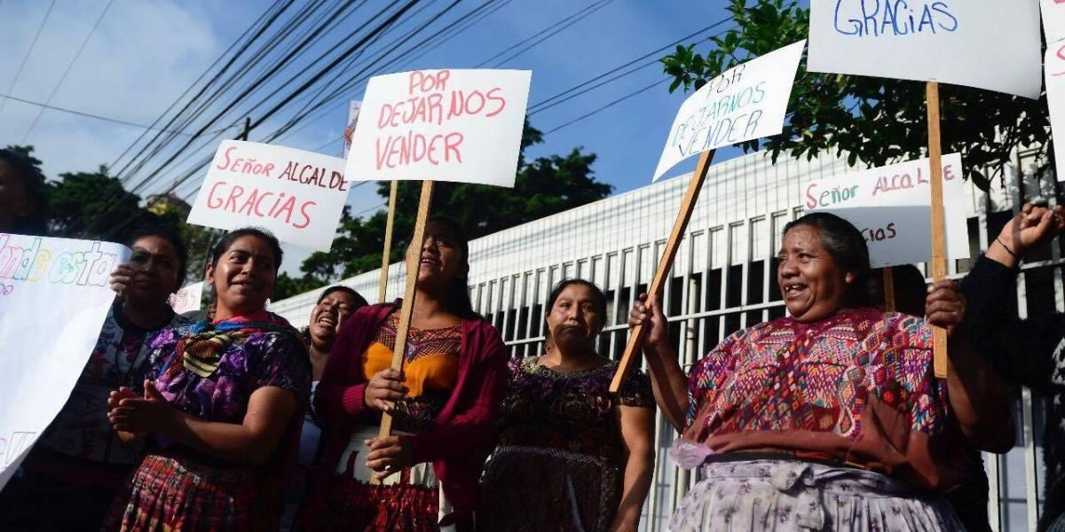 Vendedores piden al alcalde, que dijo ser su representante y vocero, que los deje vender en Hospital General