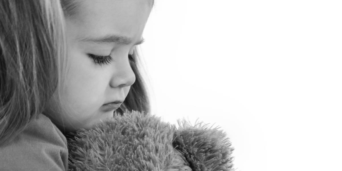"""Niña de tres años desaparece luego de que su padre la castigara con dejarla """"afuera de la casa"""""""