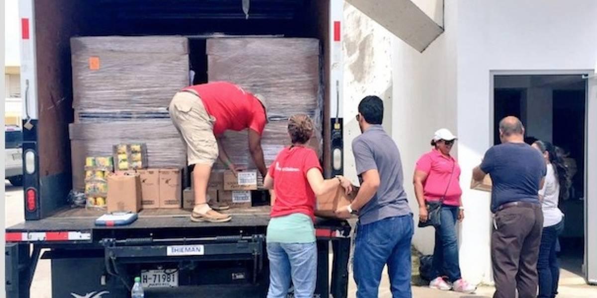 Familia entrega artículos de primera necesidad en Yabucoa