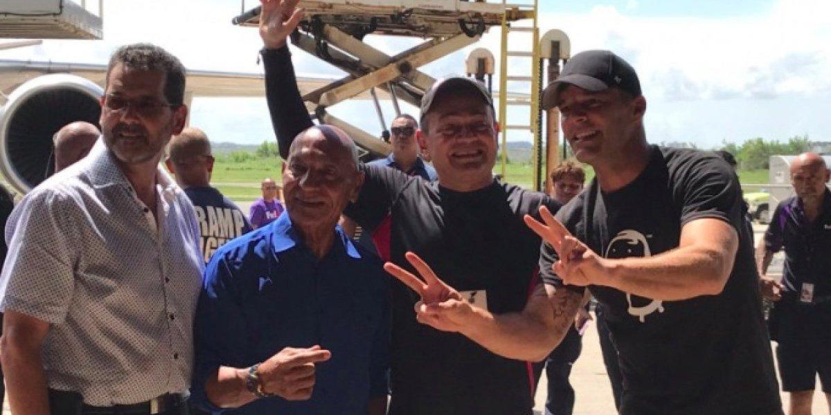 Ricky Martin trae ayuda al área oeste del país