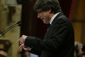 https://www.metro.pr/pr/noticias/2017/10/22/puigdemont-llama-al-parlamento-cataluna-decidir-defensa-las-instituciones.html