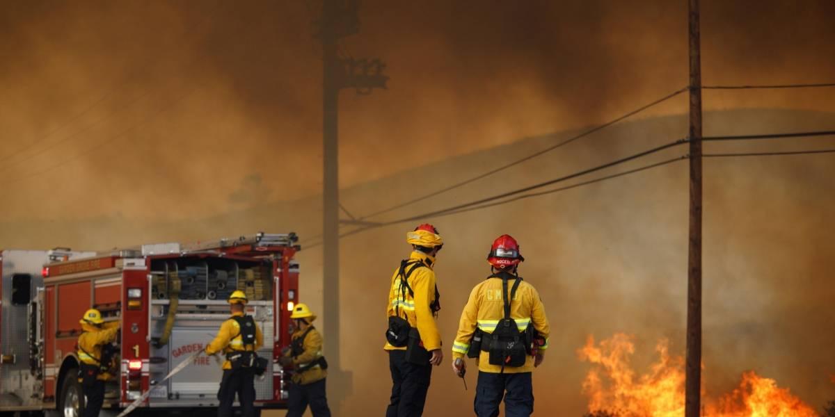 Incendios en California dejan 10 muertos, 20.000 evacuados y 1.500 casas destruidas