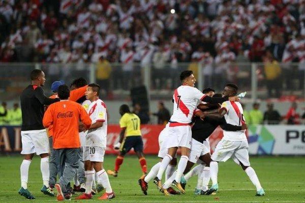 El festejo de Perú al término del encuentro ante Colombia en Lima / Foto: EFE