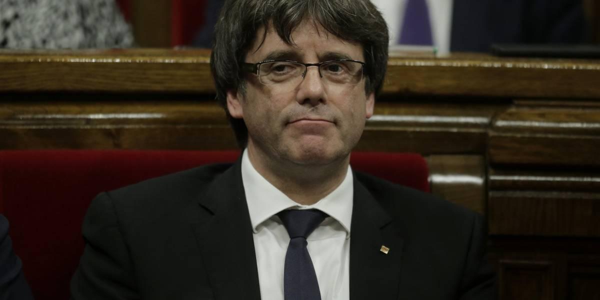 Carles Puigdemont declara la independencia de Cataluña... y la suspende