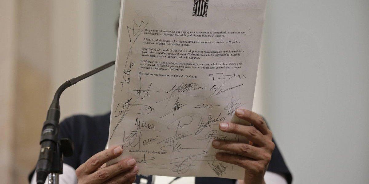 Firman la Declaración de Independencia de Cataluña y piden 'reconocimiento internacional'