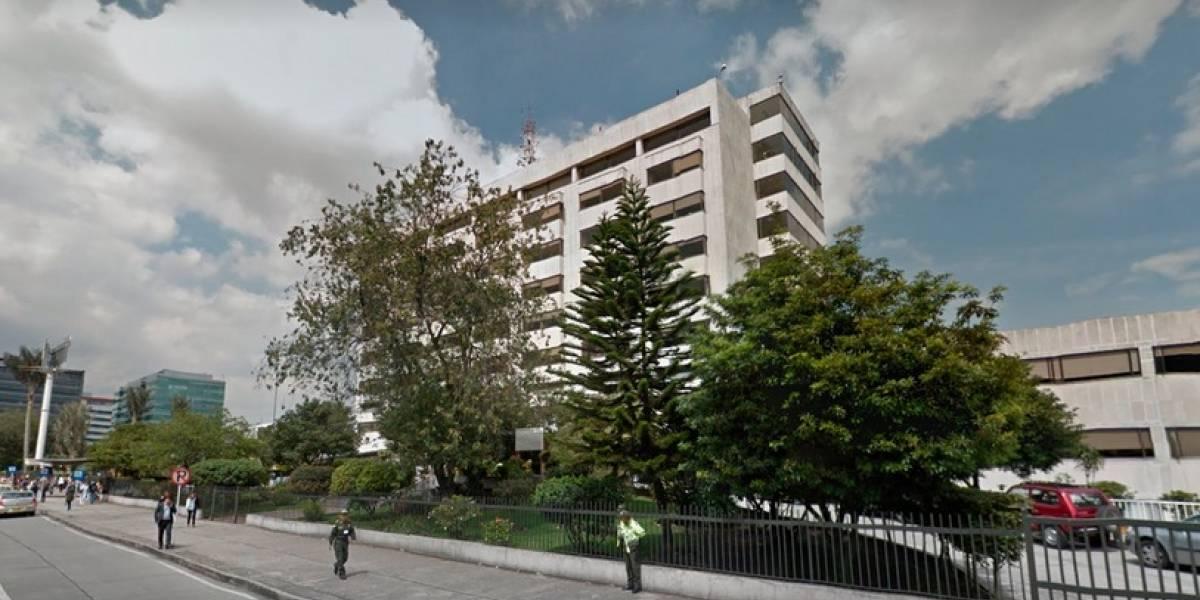 Dos policías del Concejo de Bogotá, heridos con arma de dotación — COLOMBIA