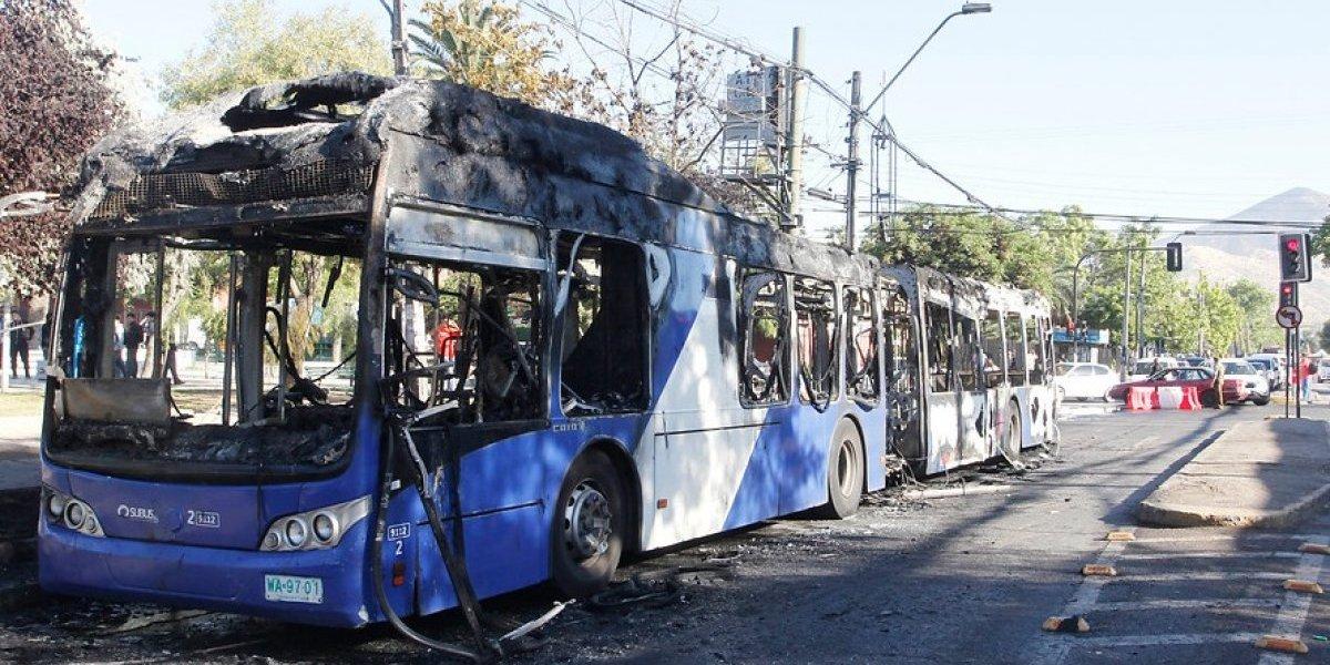 Conductores del Transantiago exigen botón de pánico en buses y evalúan paro tras apuñalamiento de chofer