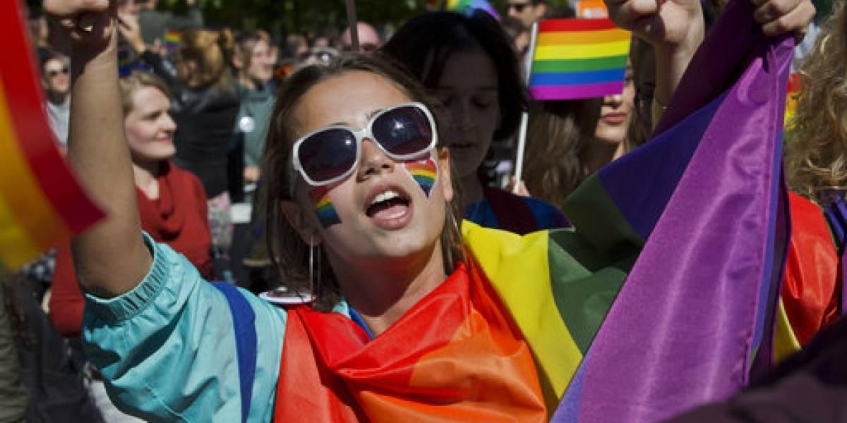 Realizan primer desfile gay en Kosovo