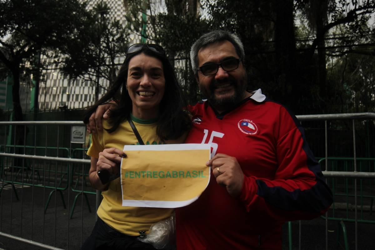 Brasileños y chilenos con el #EntregaBrasil - Crédito de Pablo Bardehle