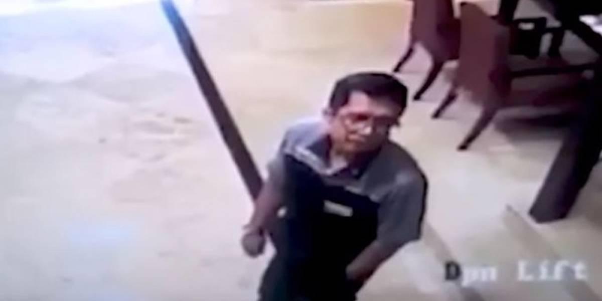 Video: a este hombre le explotó el celular en el bolsillo de su camisa