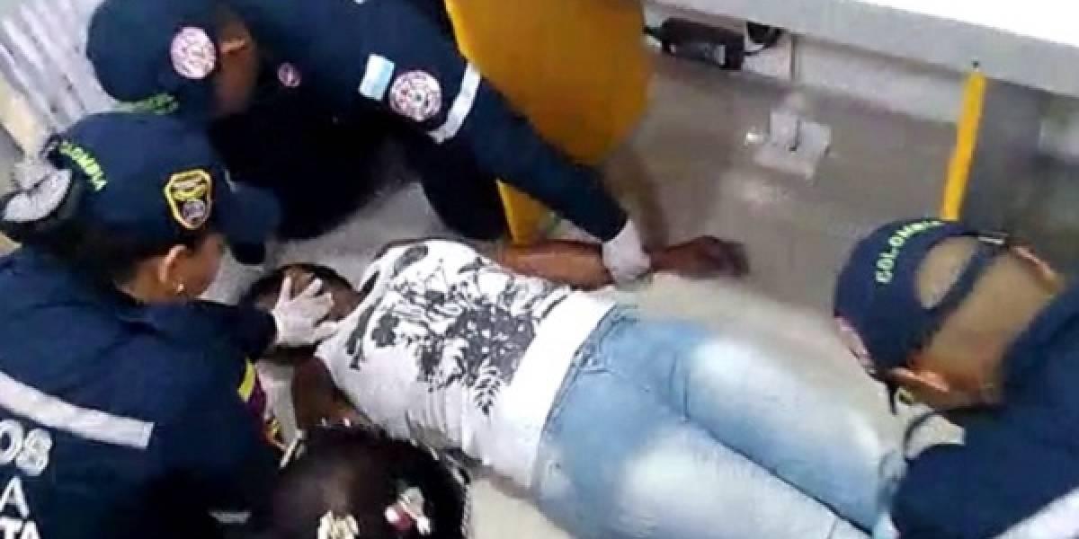 Como la ambulancia no llegó, mujer que convulsionó tuvo que ser trasladada por bomberos
