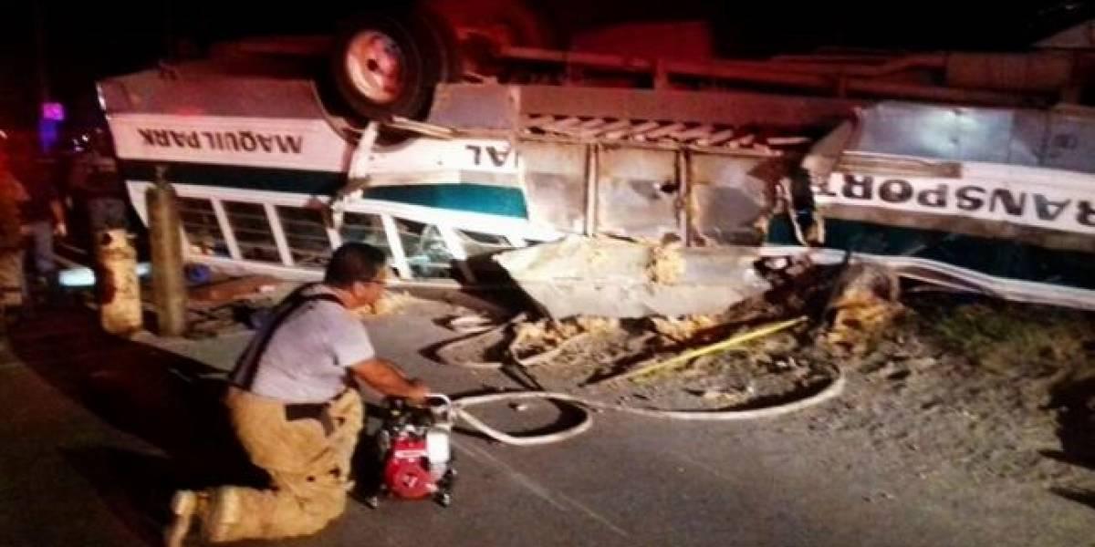 Al menos 7 muertos tras volcadura de un camión en carretera Reynosa-Río Bravo
