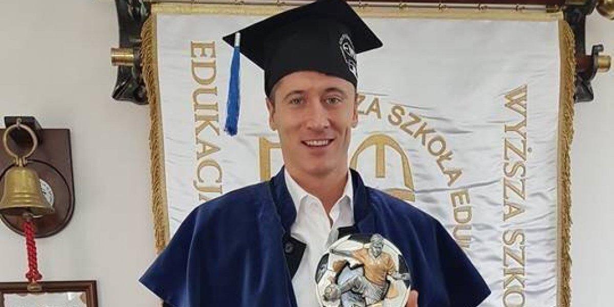 Lewandowski se titula con tesis sobre su propia carrera