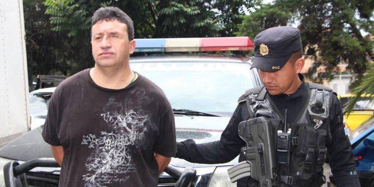 Delincuente toma como rehén a un taxista en la calzada San Juan