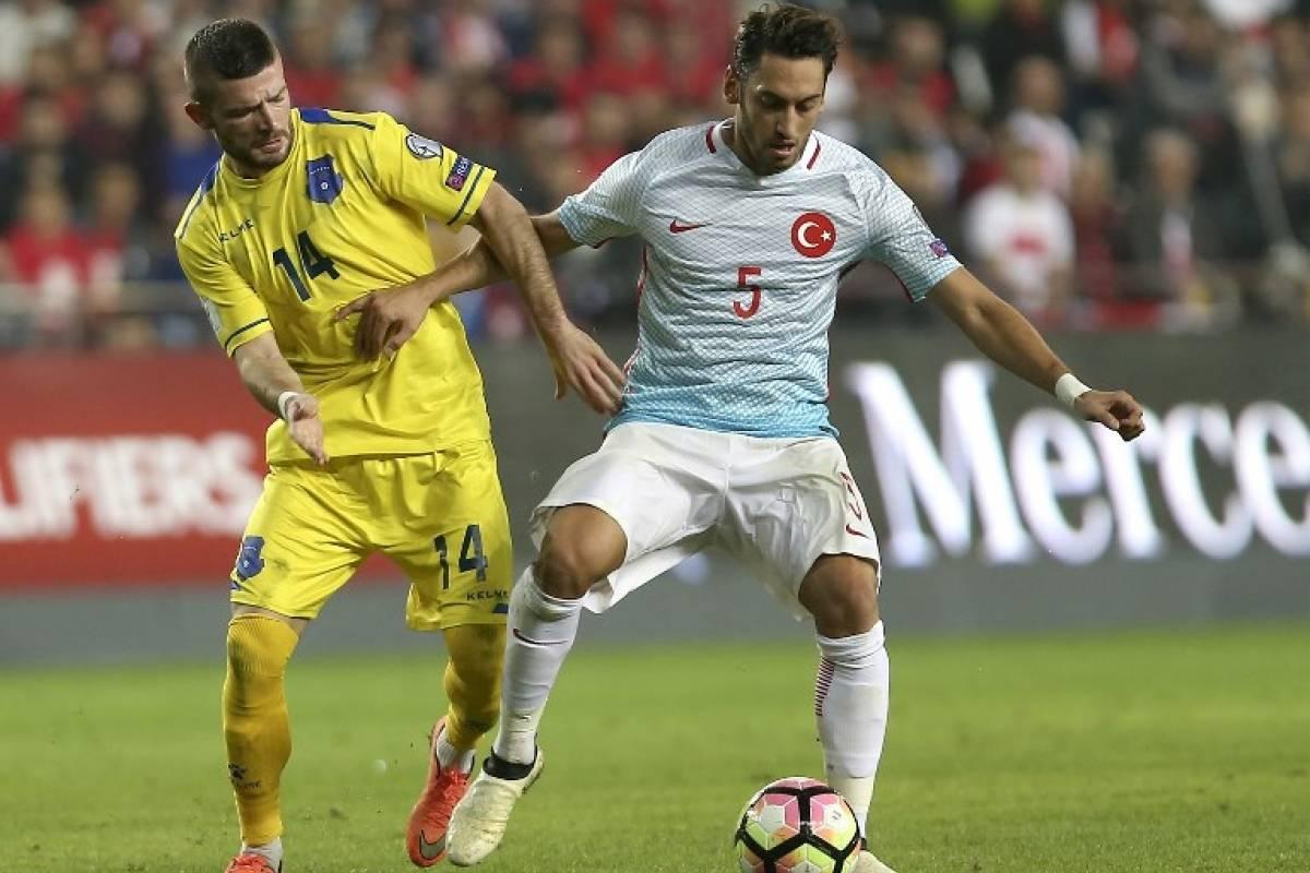Hakan Çalhanoglu - Turquía