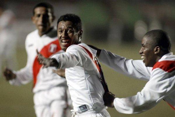 Con 128 partidos disputados, Roberto Palacios es el jugador con más presencias en la historia de la selección de Perú / Foto: AFP