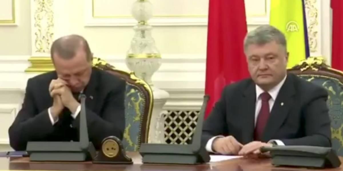 Presidente de Turquía 'se duerme' en conferencia con su homólogo de Ucrania