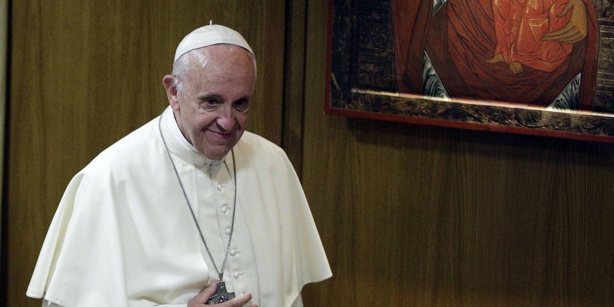 Dos presos comieron con el papa Francisco y se fugaron