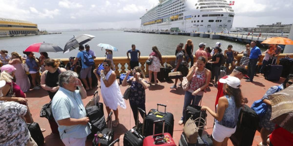 Miles de boricuas llegan a EE.UU. tras huracán María