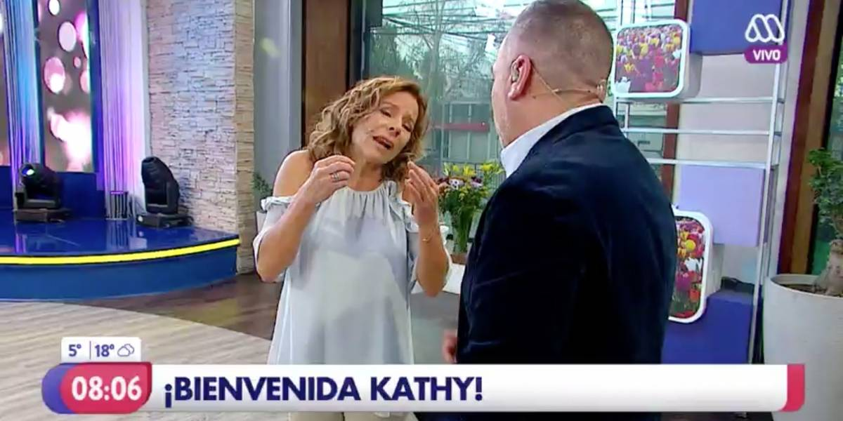 """Kathy Salosny volvió a """"Mucho Gusto"""" y desapareció Karla Constant ¿Qué pasó con la animadora?"""