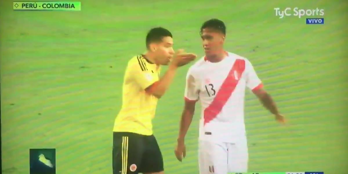 """El video que delata a Falcao """"haciendo un pacto"""" con los peruanos para no """"agredirse"""" y eliminar a Chile"""