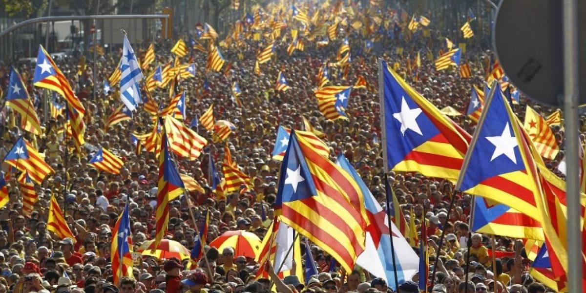 """Tensión en España: Rajoy exige a Puigdemont aclarar si declaró """"la independencia de Cataluña"""""""