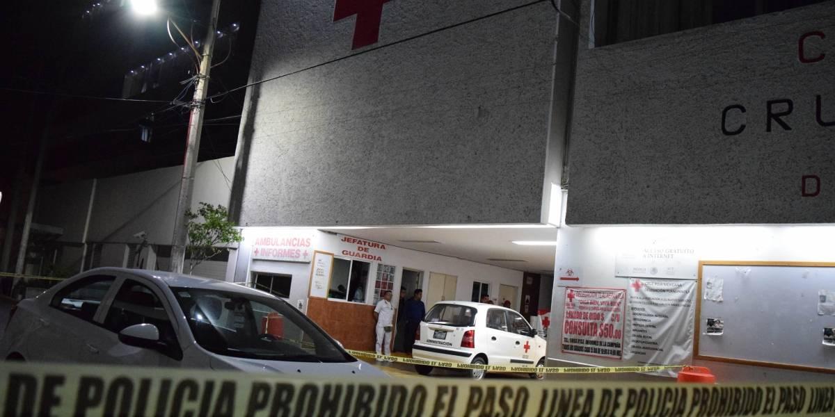 Atacan a balazos Cruz Roja de Tlalnepantla, muere un policía