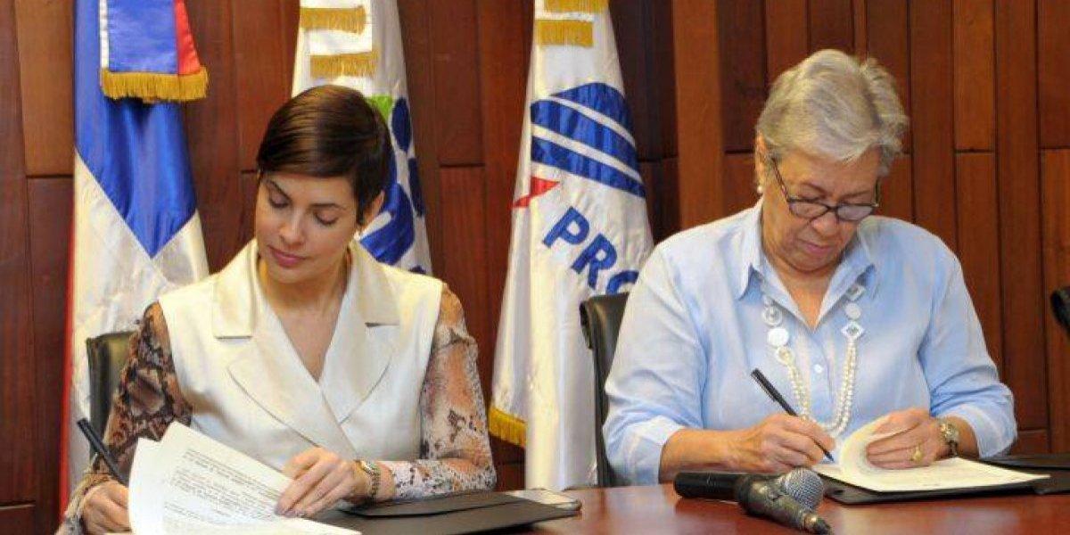 Firman acuerdo para fortalecer mercado de productos