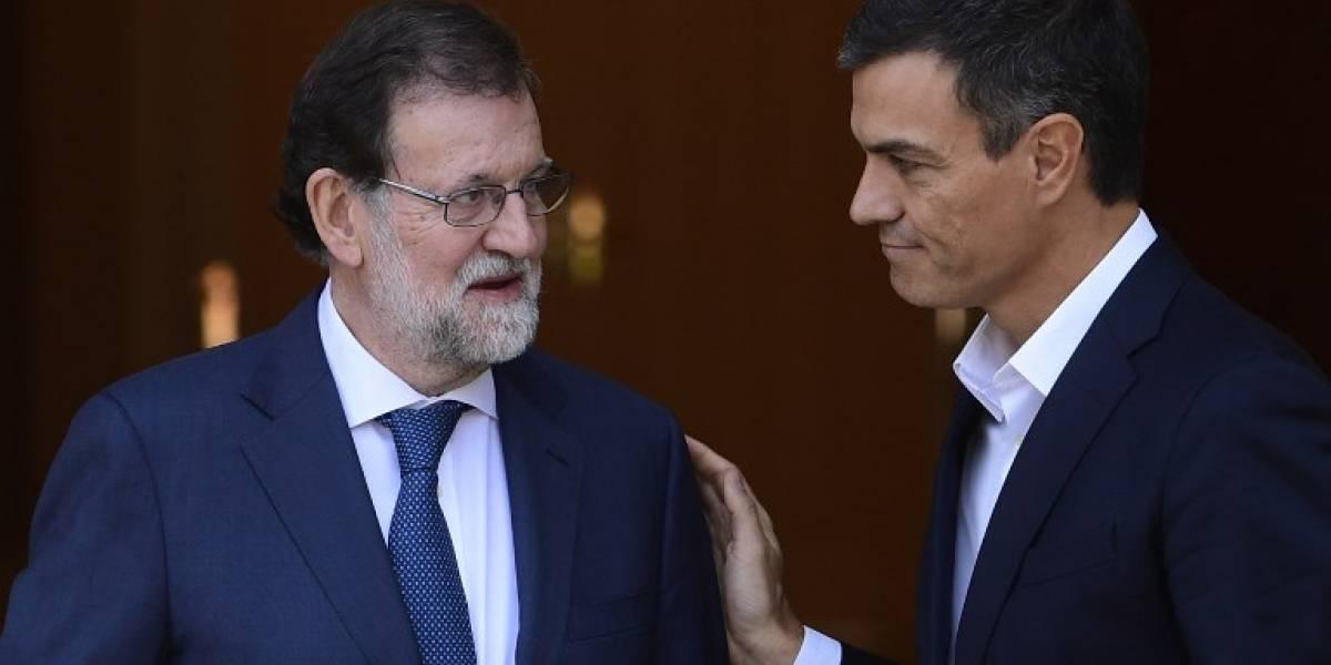 Líder socialista español dice que acordó impulsar reforma de la Constitución