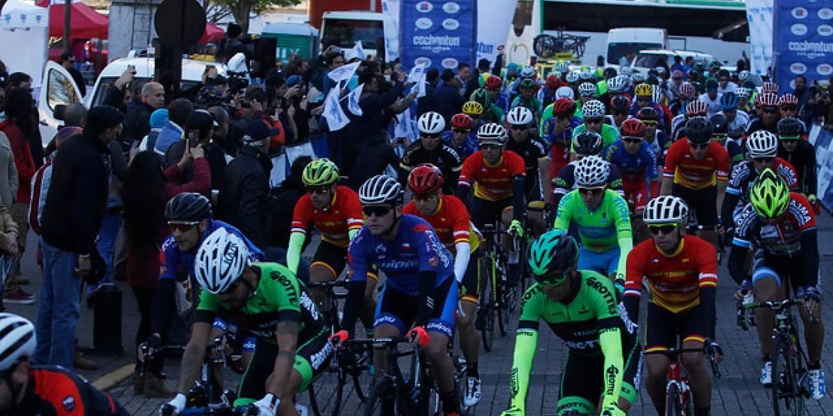 La Vuelta a Chile arrancó con escándalo tras la expulsión de tres ciclistas