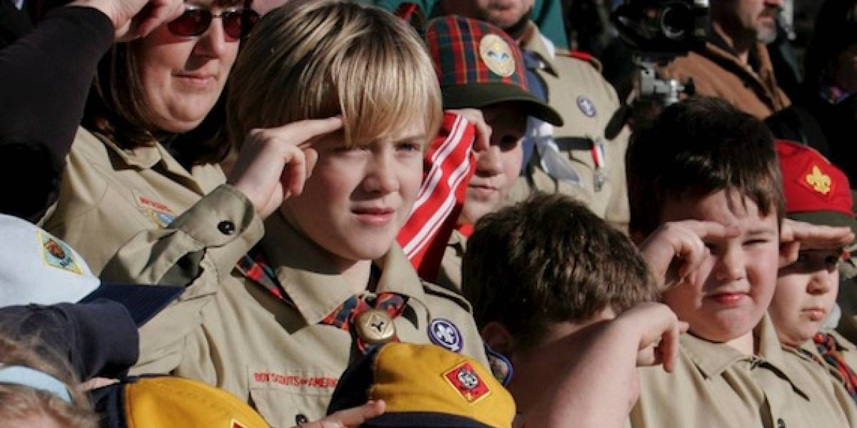 Boy Scouts revocan medallas a niño con síndrome de Down
