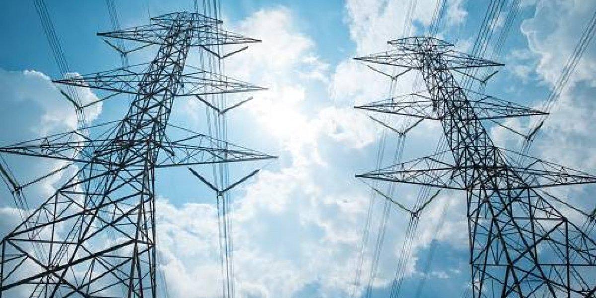 Llegará cargamento de postes para el sistema eléctrico