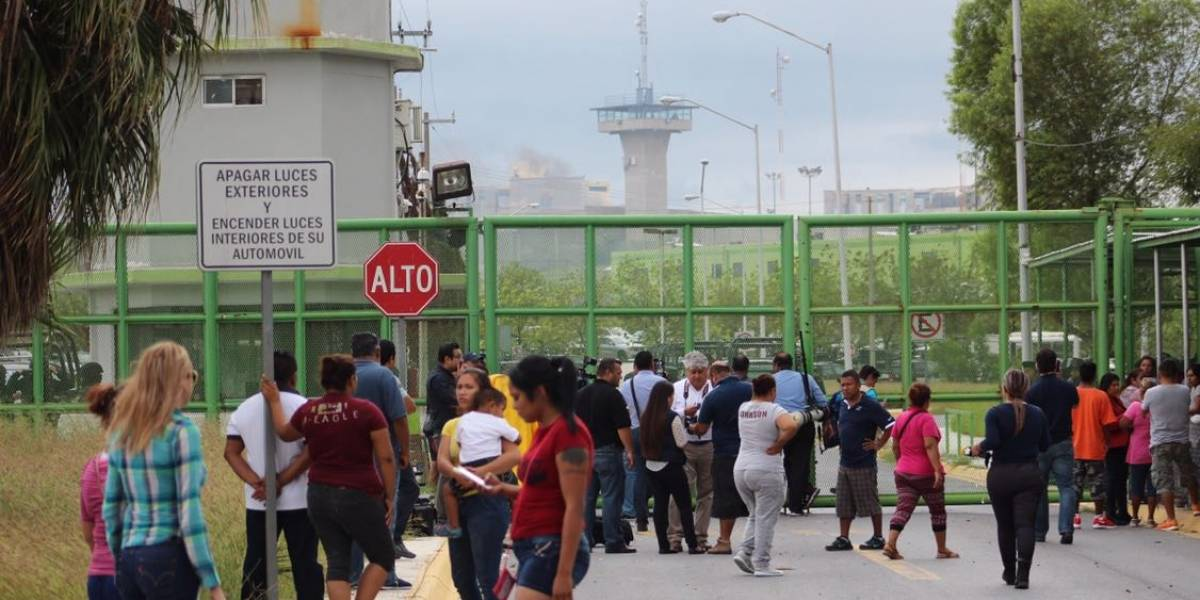 Denuncian uso de fuerza letal de las autoridades en Penal de Cadereyta
