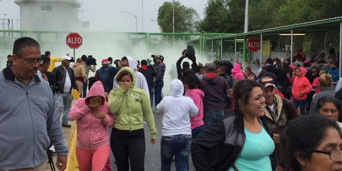 Lanzan gas lacrimógeno a familiares afuera de penal de Cadereyta