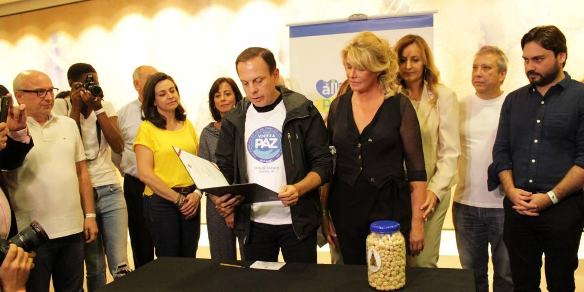 Programa de Doria doa alimento reprocessado a pessoas carentes