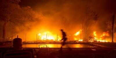 bomberosbuscanvictimasincendioscalifornia.jpg