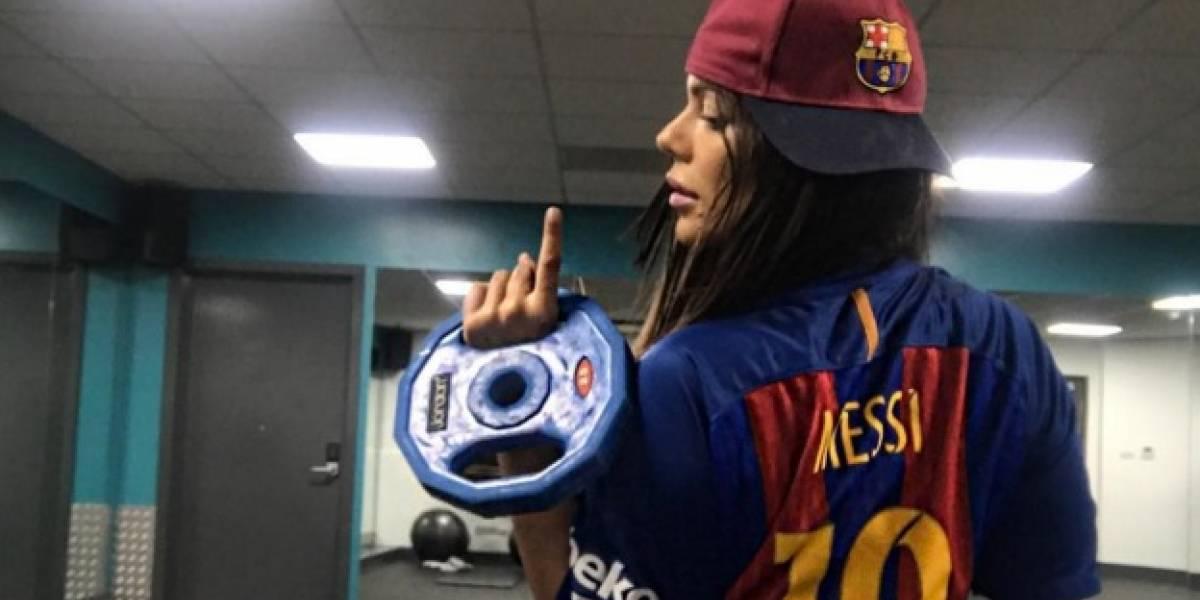 Vuelve y juega: Miss Bum Bum le mandó sensuales fotos a Messi