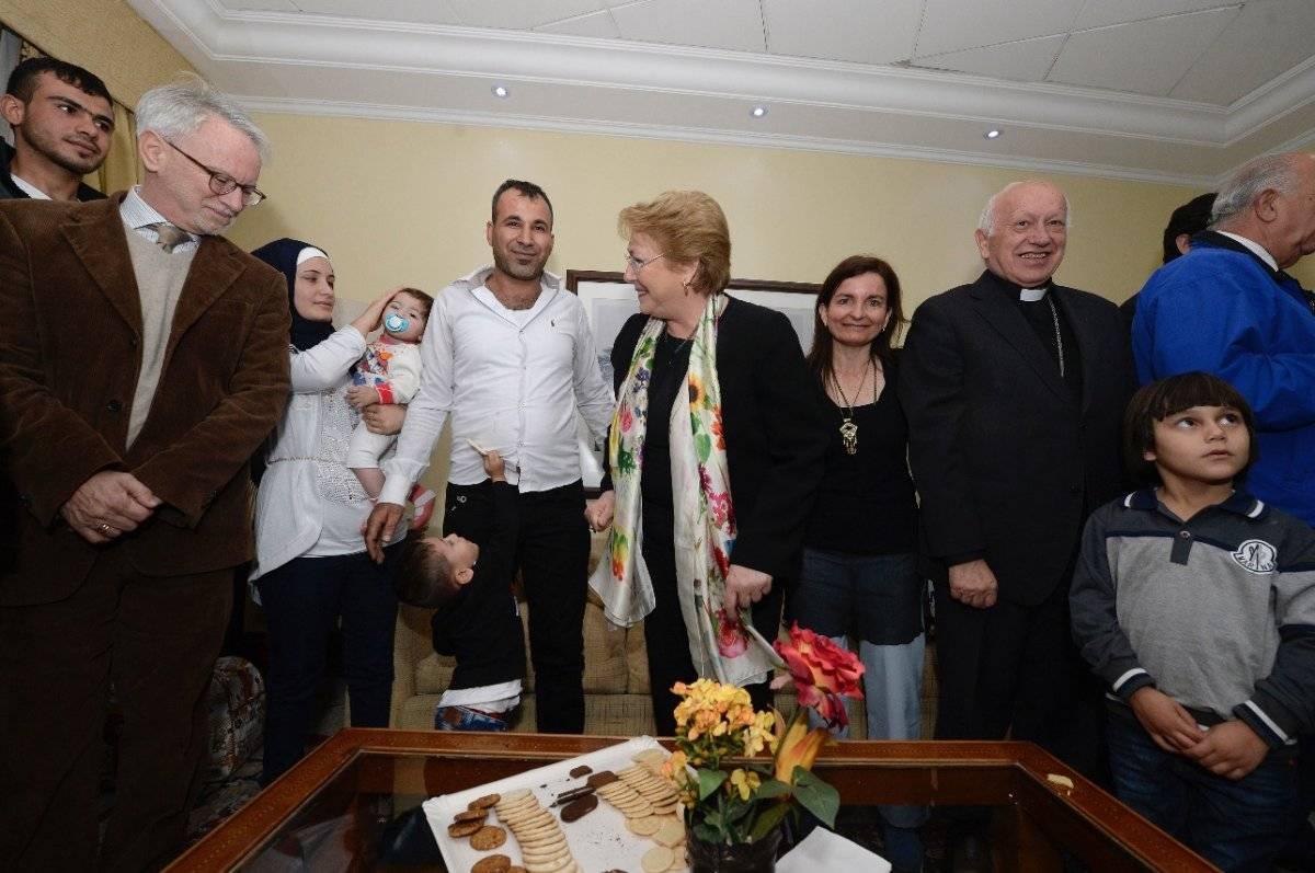 Refugiados sirios junto a la Presidenta Bachelet